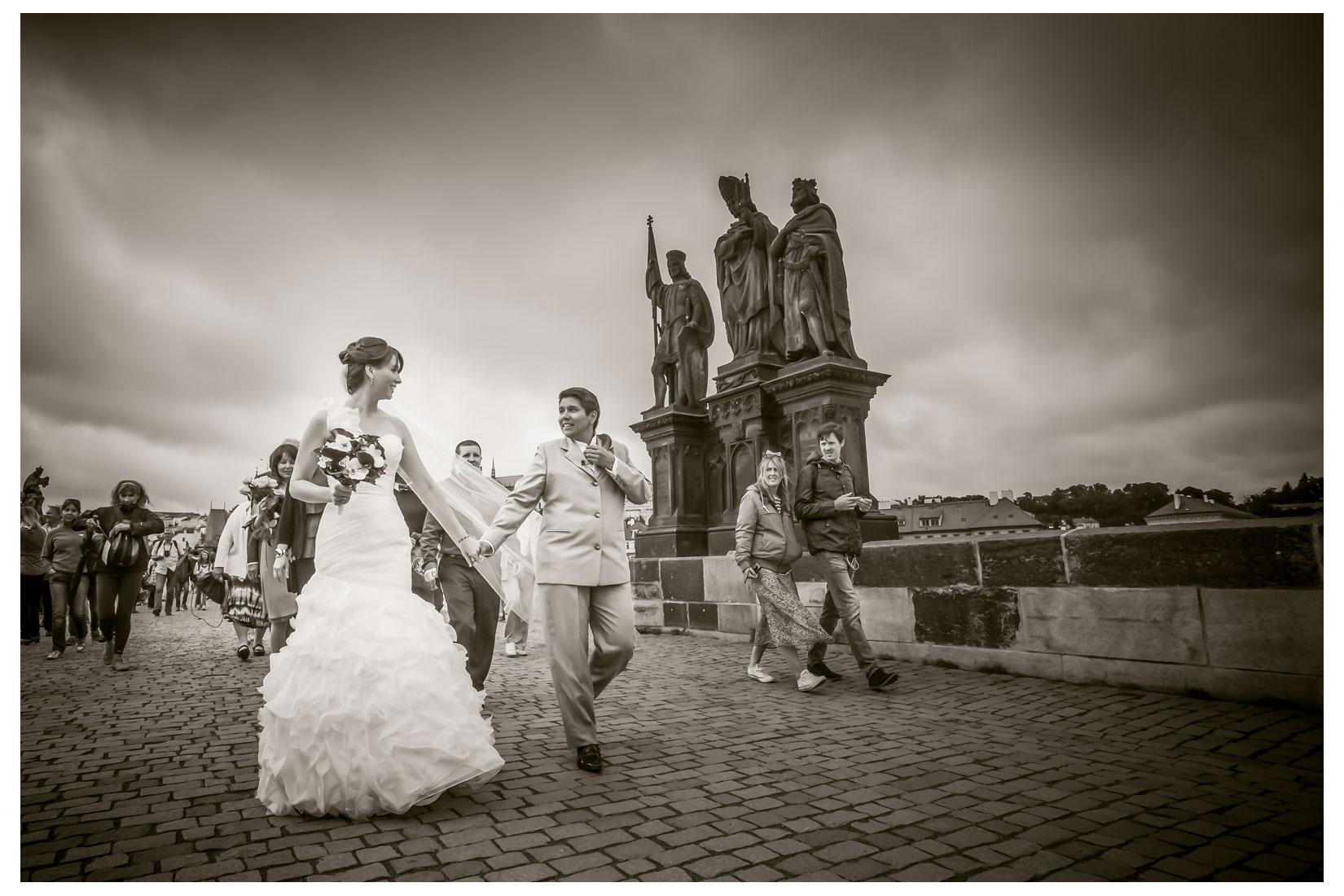 Charles Bridge Wedding / Kimberly & Jules / prague wedding day