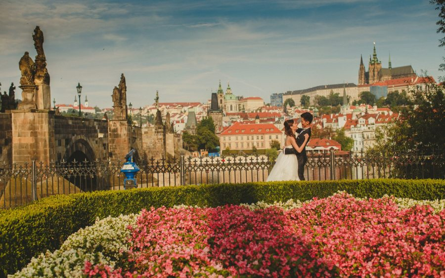 image of bride & groom, Charles Bridge, sunrise, flowers, Prague Castle