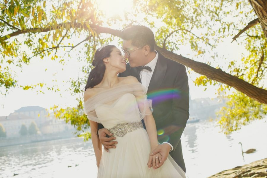 Beautiful-pre-wedding-photos-from-Prague