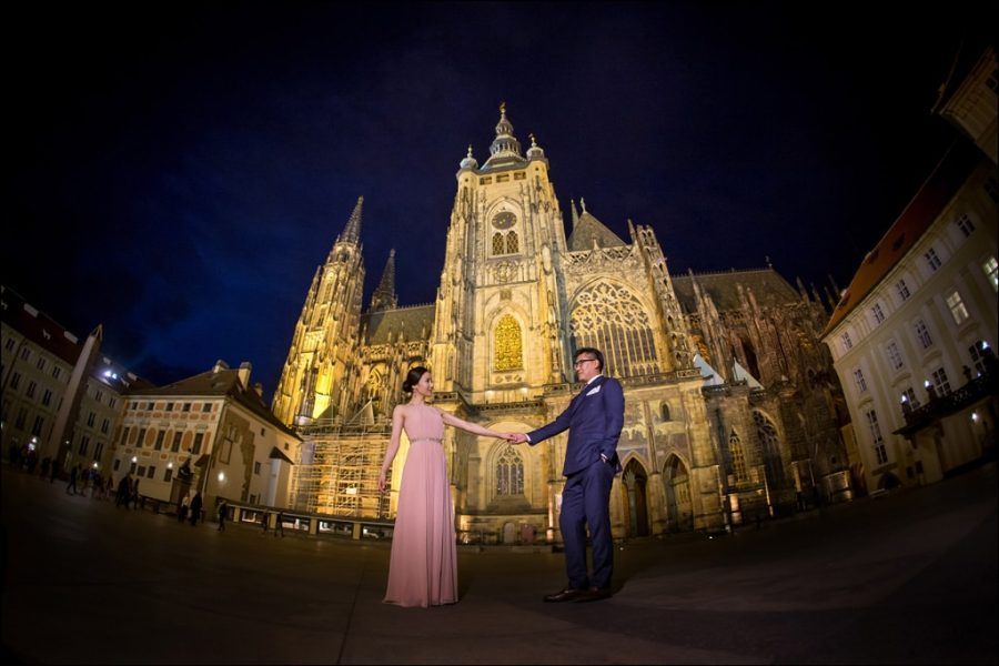 St-Vitus-Prague-pre-wedding-photos-at-night