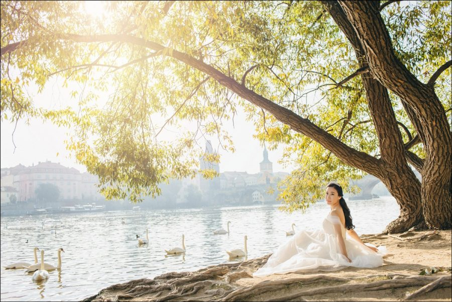 beautiful-pre-wedding-photos-of-Prague