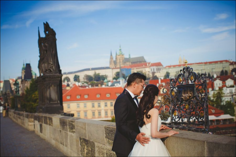 pre-wedding-photographers-in-Prague-1001