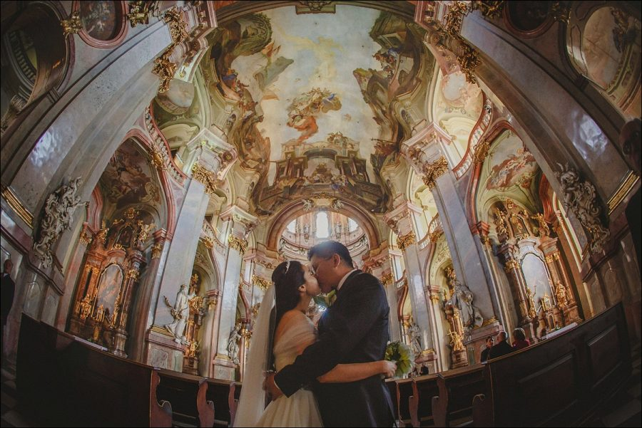 pre-wedding-portraits-st-nicholas-church-Prague