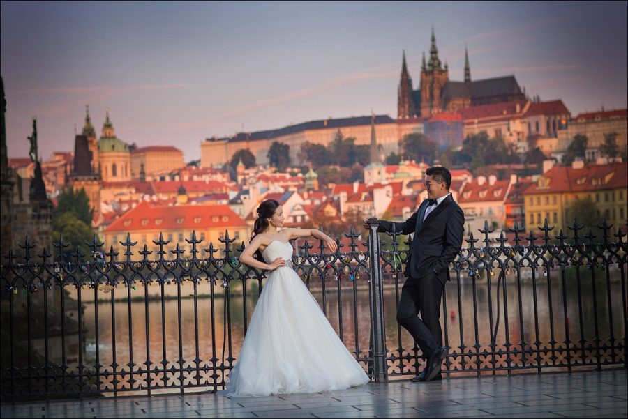 sexy-pre-wedding-photos-Prague-001