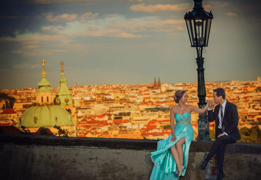 R+A (USA) hip pre-wedding portrait session in Prague / featuring the very best in Prague portrait photographers