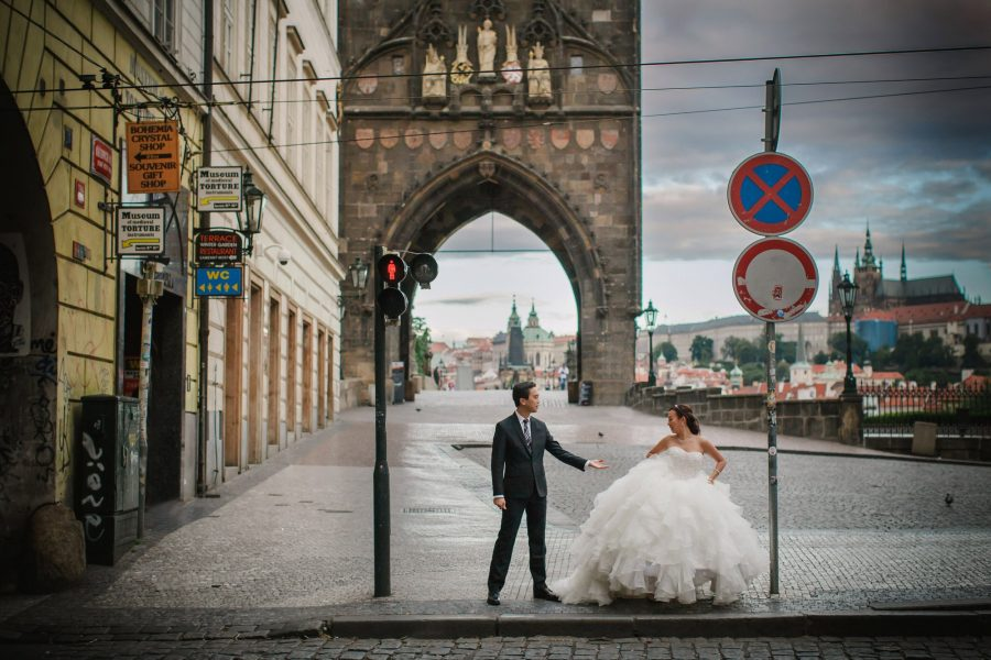 R&A (USA) hip pre-wedding portrait session in Prague / featuring the very best in Prague portrait photographers