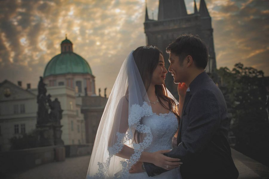 Originally from mainland China and now living in Singapore, Lei Nan & QT were looking for a more 'classical' & 'posed' pre-wedding portrait session. The rules, 'no kissey' photos and a more elegant look where the lovely bride-to-be is the focus.
