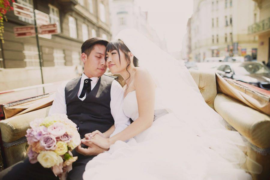 Prague, horse & carriage ride, wedding couple, embracing, bouquet, vintage photo