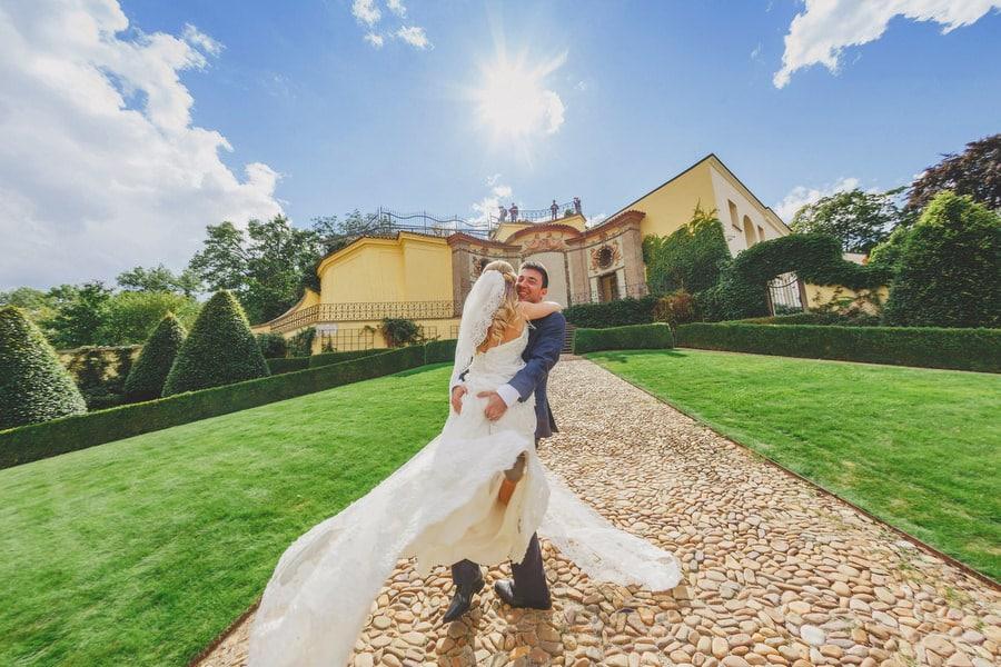 N+D (USA) Vrtba Garden destination wedding in Prague