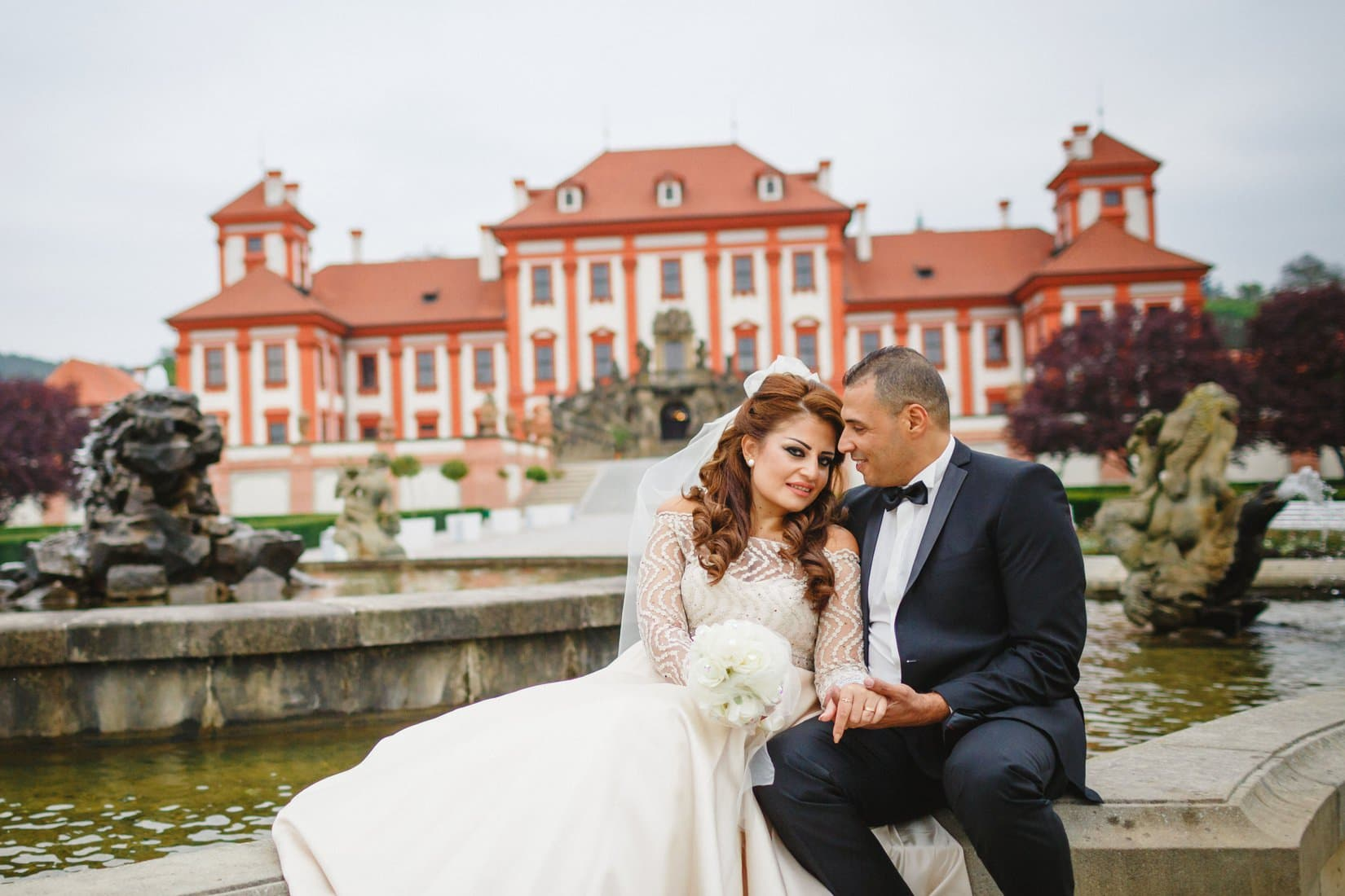 H+C destination wedding photography at the Troja Chateau in Prague