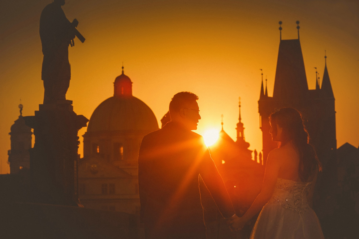a sunrise & sunset pre-wedding portrait session in Prague with K+R