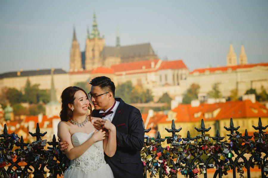Prague, Charles Bridge, happy couple, wedding dress, love locks, Prague Castle