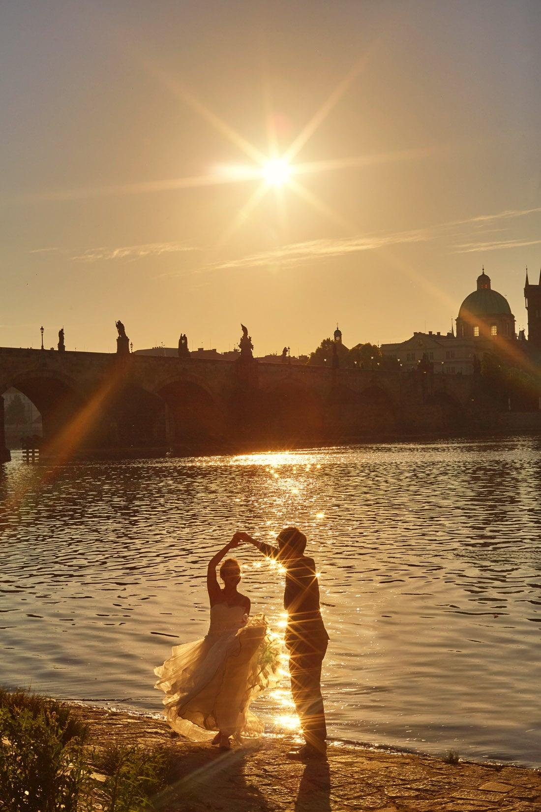 intimate pre-sunrise / sunrise / Golden Hour portrait session in Prague