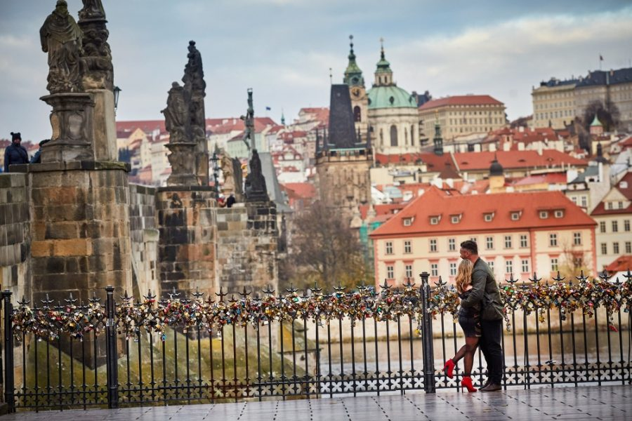 A stunning view of the Charles Bridge provides the romantic backdrop for our latest couple whose lifestyle session turned in to a marriage proposal