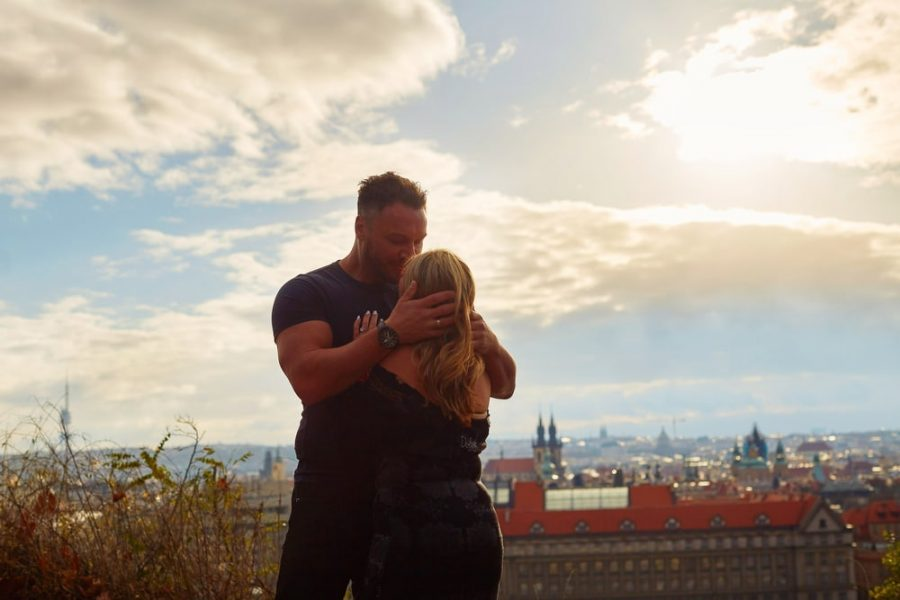 A fantastic ending to a surprise marriage proposal captured in Prague