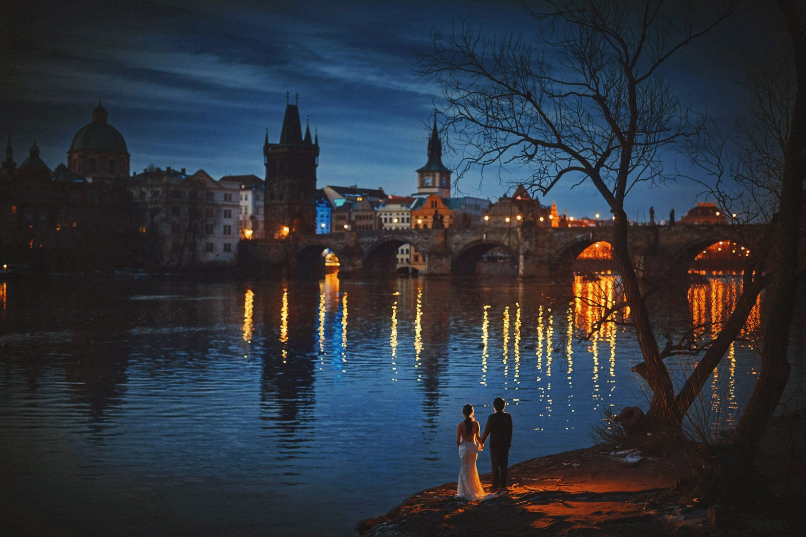 winter pre-sunrise photo session in Prague with J+T