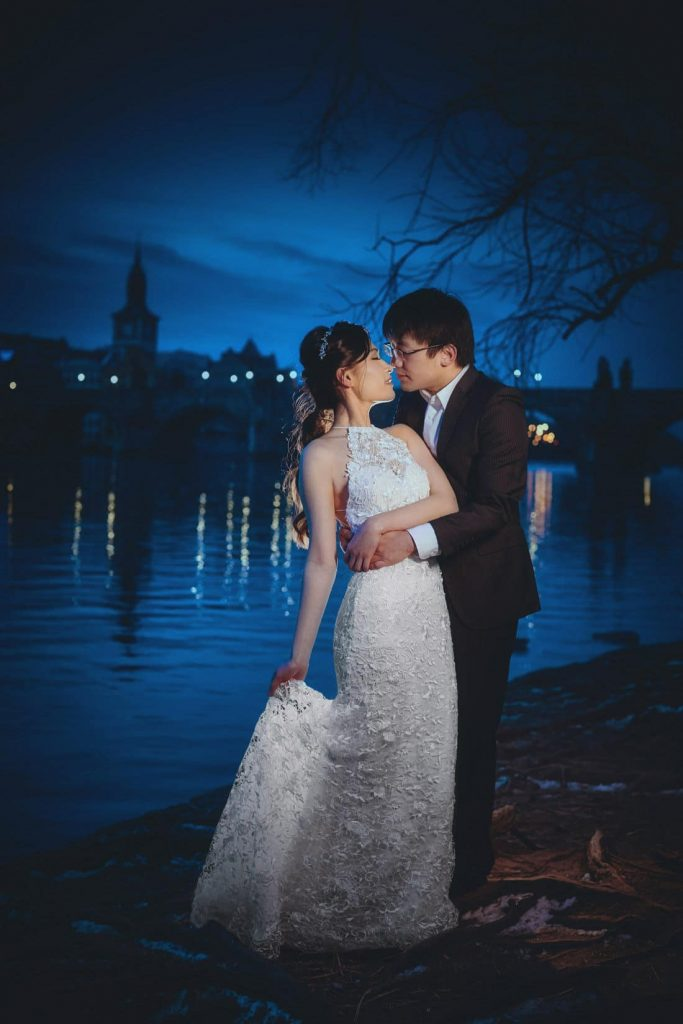 The deep blue sky and the night time peace of the Charles Bridge provides the magical background to J+T Prague photo session.