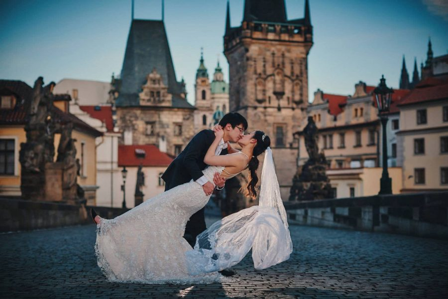 A sexy kiss for the bride-to-be during their Prague Charles Bridge sunrise pre-wedding photo session.