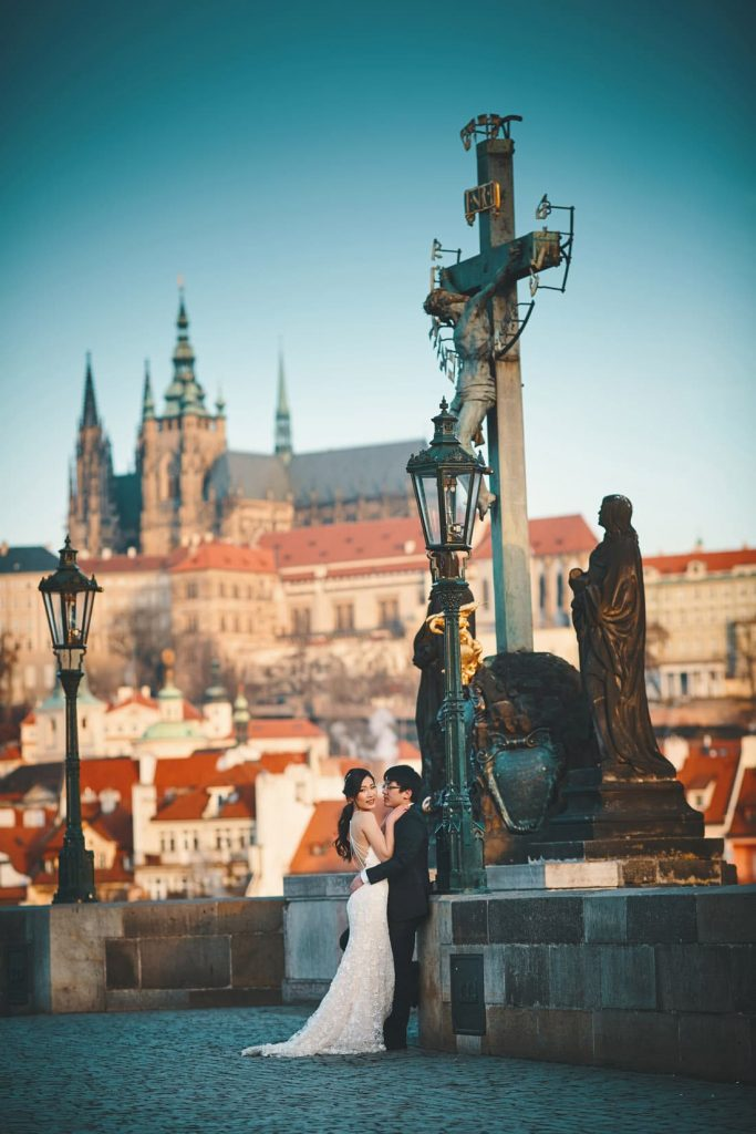 One of the most beautiful views of a couple sharing a moment on the Charles Bridge during their pre-wedding photo shoot.