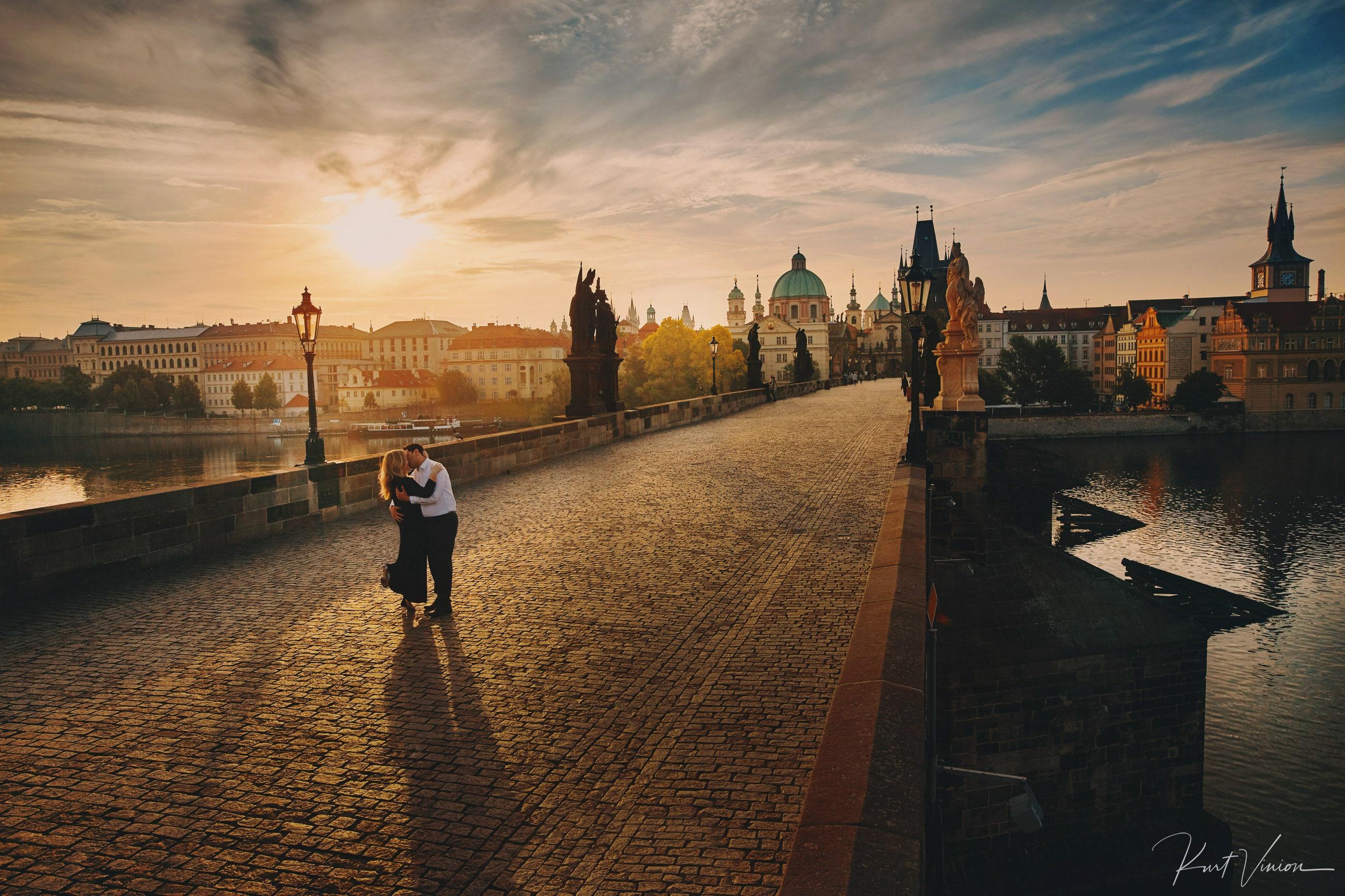 A romantic sunrise engagement photo session in Prague